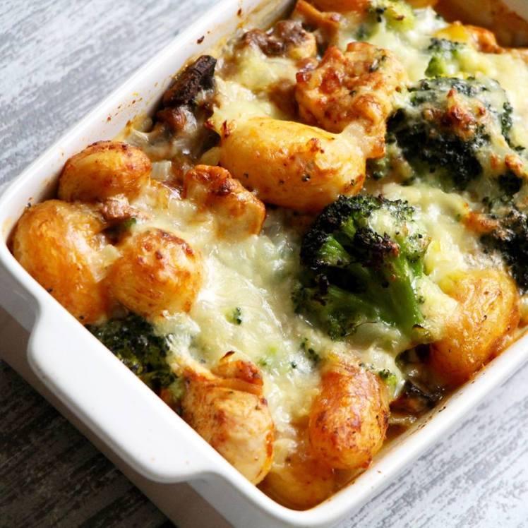 broccoli-ovenschotel-met-kip-champignons-en-krieltjes