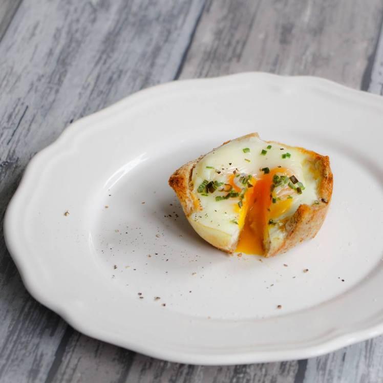 ei-in-toast-met-kaas-en-bieslook-van-rutger-bakt
