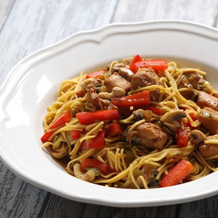 kip-met-champignons-prei-paprika-en-cashewnoten-recept-van-koken-met-karin