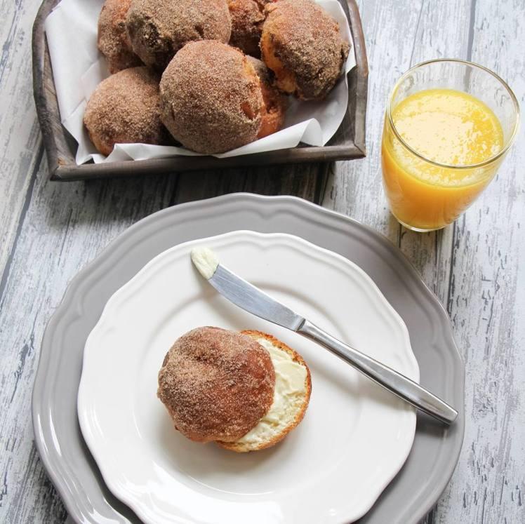 kwartbroodjes-met-rozijnen-van-rutger-bakt