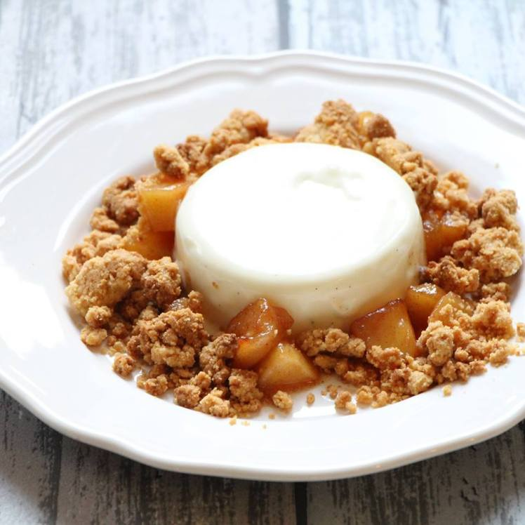 panna-cotta-van-yoghurt-met-gekrarameliseerde-appel